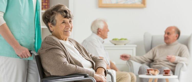 小さな介護施設運営が成功のカギ?