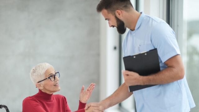 【ケース別】介護士の平均年収一覧|年収を高くするために必要なこと