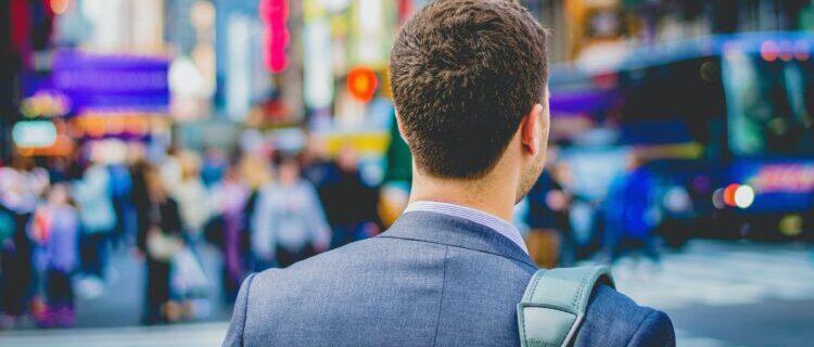 男性介護士の年収を上げる方法